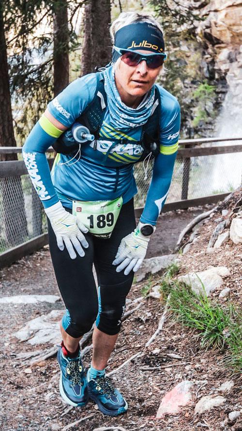 Andrea Huser - Eine der besten Ultra Trail Läuferinnen der Welt und immer gut gelaunt.Läuft die ganze Strecke.