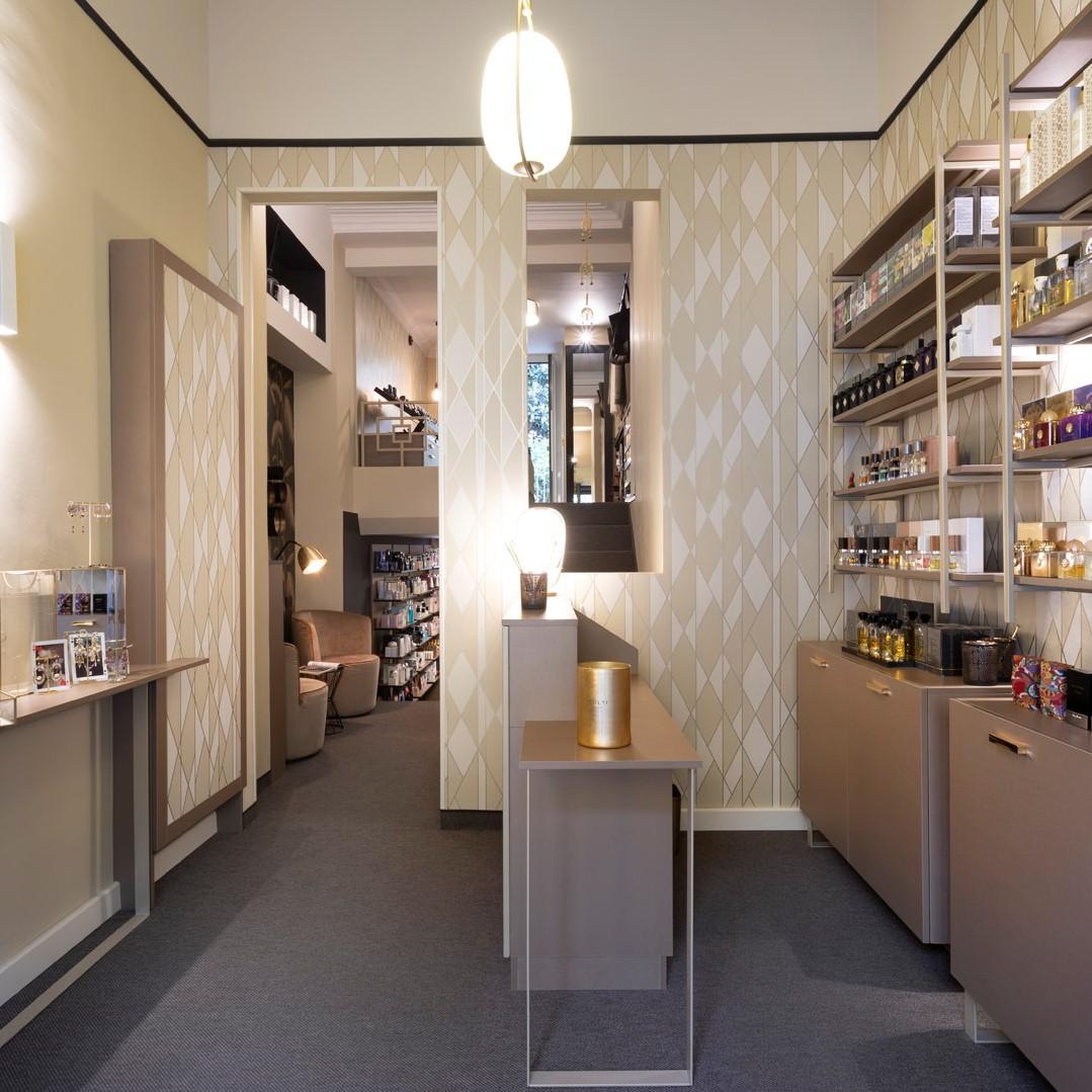 Profumeria Immagine - TorinoRistrutturazione e arredamento negozio
