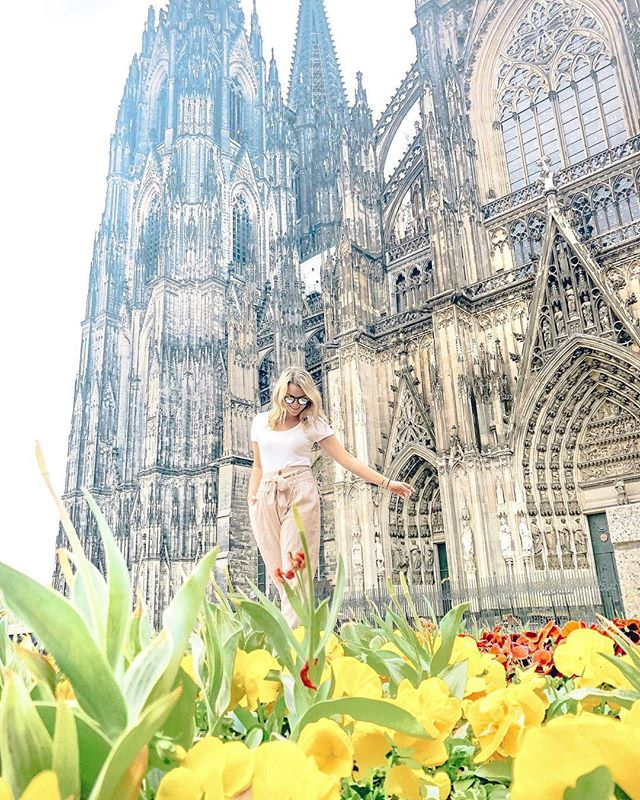 Taking in the beauty of Cologne in the spring @lindsaypaigestein ✨🌷