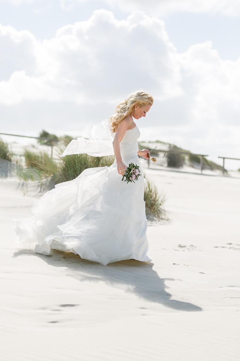 juist-strandhochzeit-beachwedding-braut.jpg