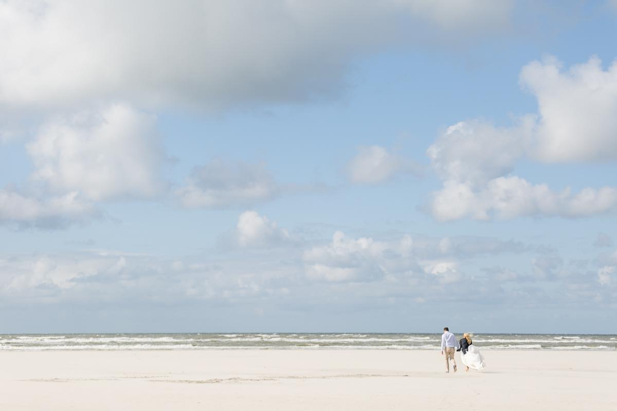 hochzeit-juist-strand-brautpaar.jpg