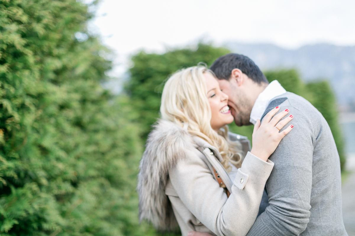 fuessen-engagement-festspielhaus-location-couple-kiss.jpg