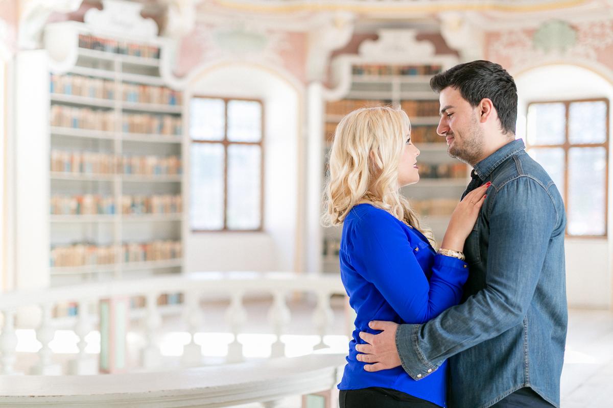 fuessen-engagement-museum-location-couple.jpg