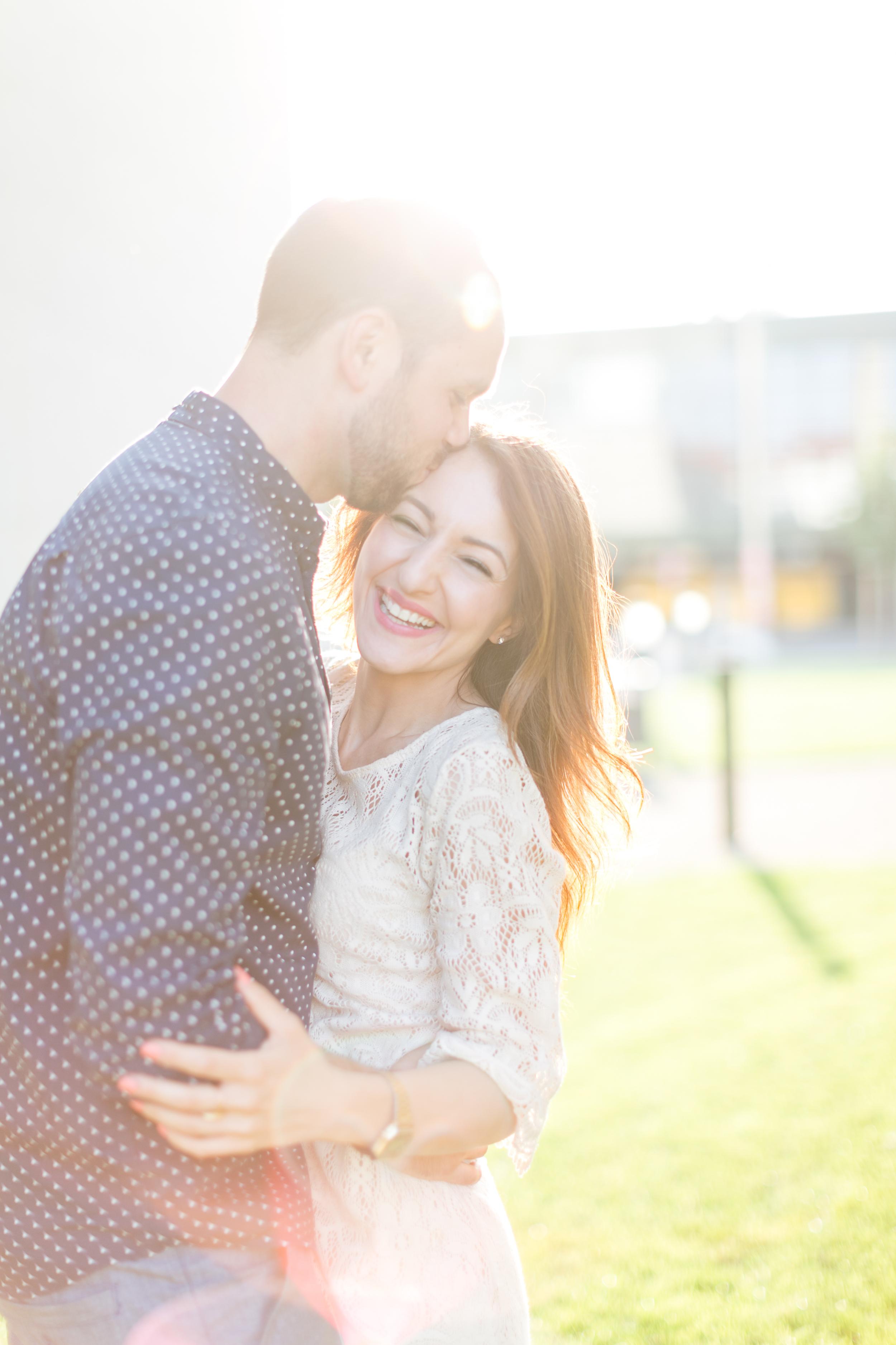 coupleshoot-munich-fun-kiss.jpg