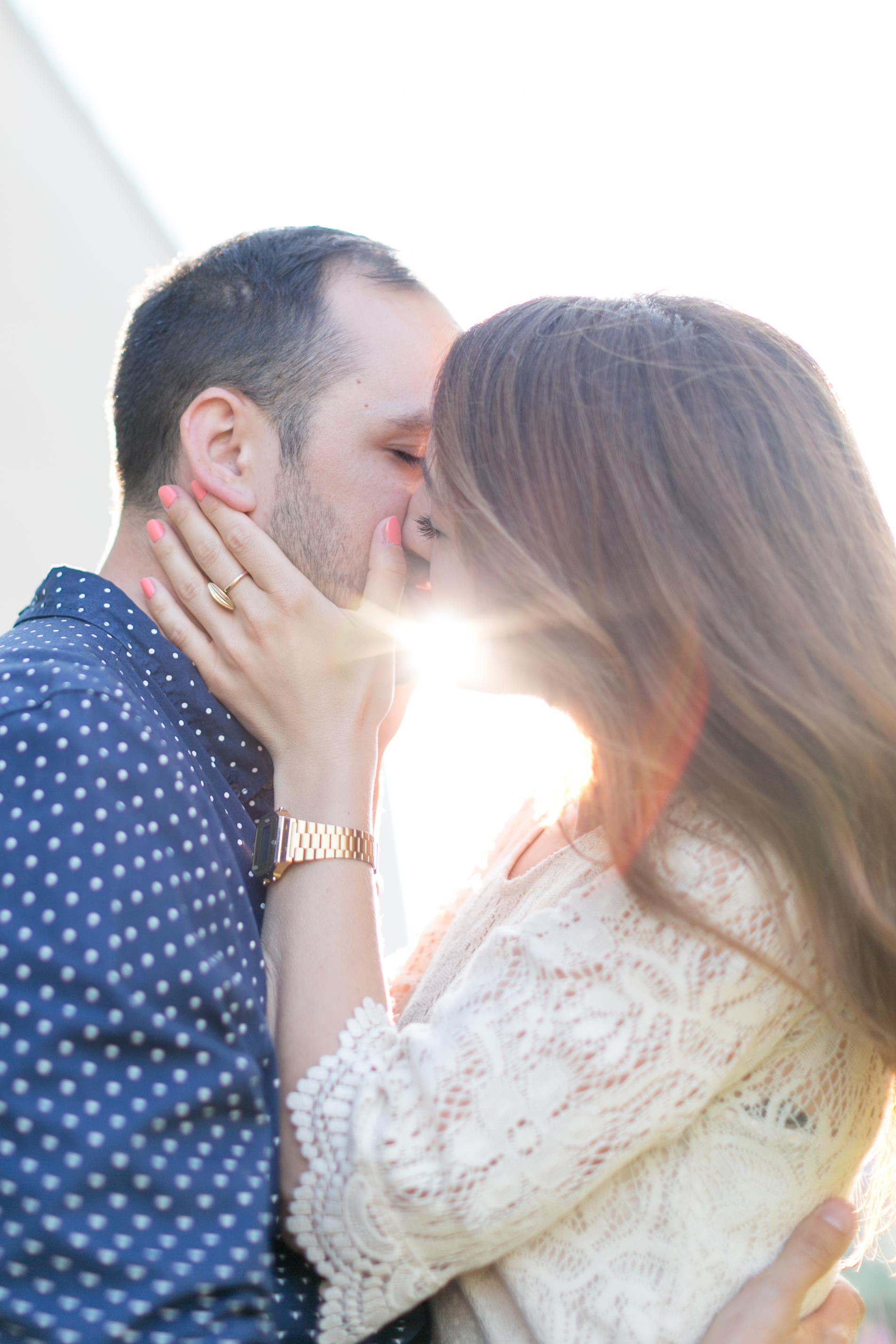 coupleshoot-munich-kiss-sun-love.jpg