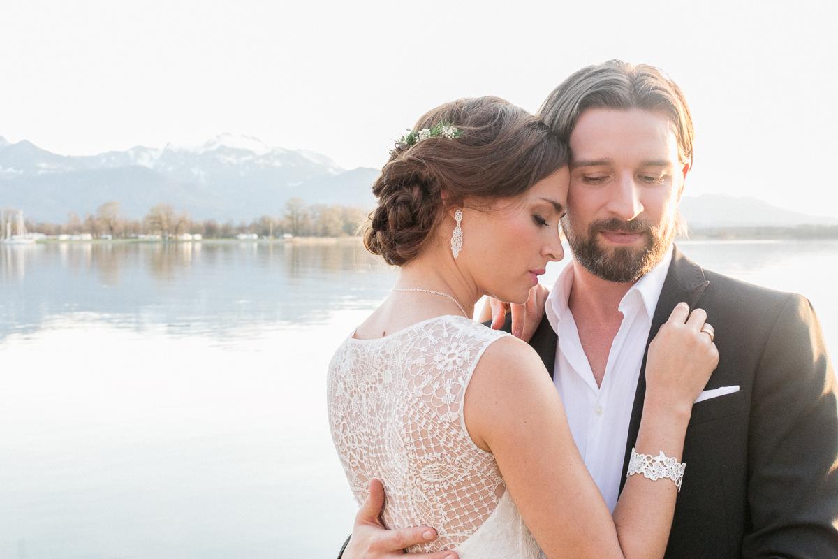Hochzeitsfotograf-muenchen-susanne-wysocki-chiemsee-chiemgauhof-brautkleid.jpg