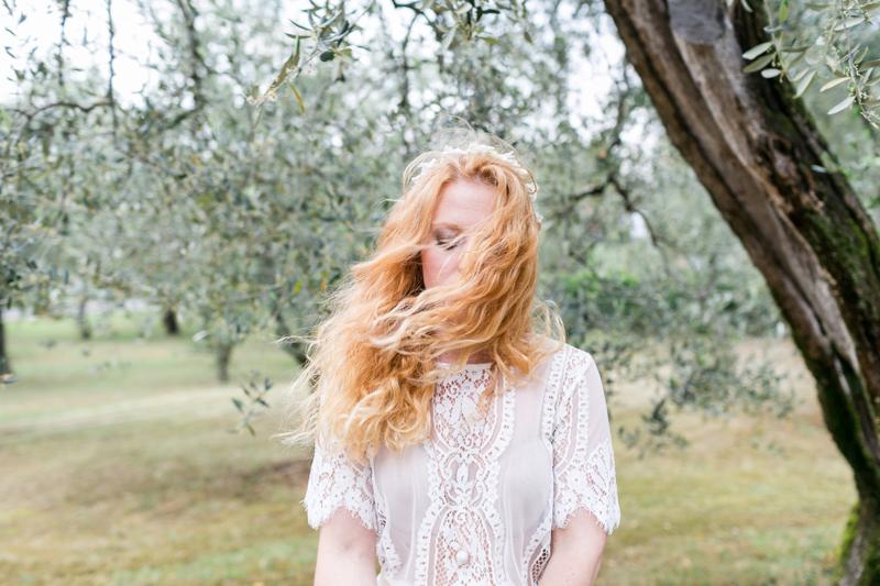 6-braut-olivenbaum-haare-italien-heiraten-gardasee-hochzeitsfotograf_muenchen-susanne_wysocki.jpg