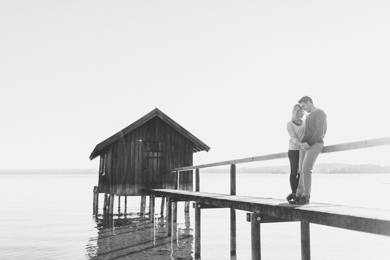 ammersee-paar_shooting-susanne_wysocki-hochzeitsfotograf-muenchen-bw.jpg