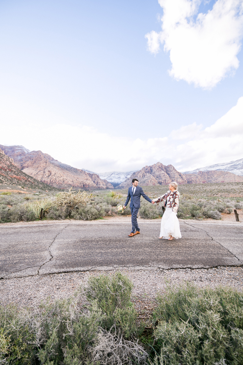 lasvegas-nevada-desert-shoot-bride-groom-susanne_wysocki-weddingphotographer-germany-wppi-redrock-3.jpg