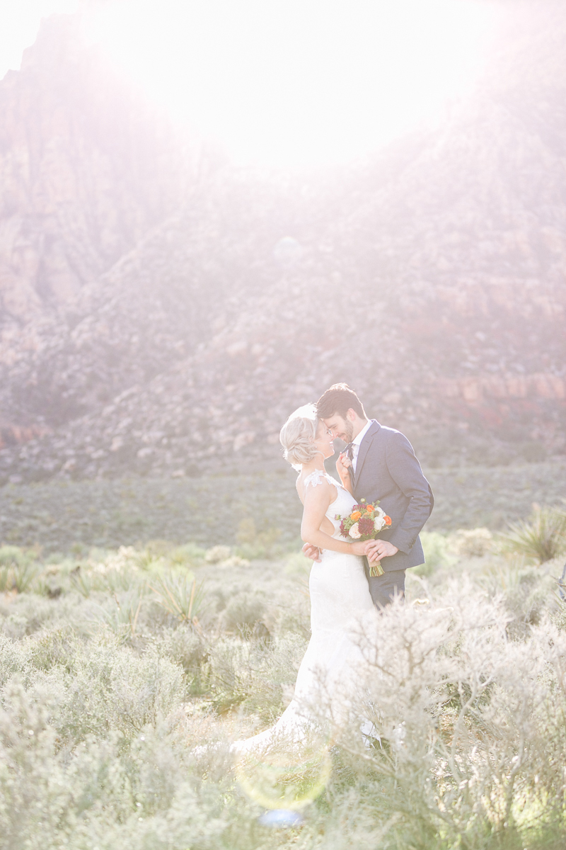 lasvegas-nevada-desert-shoot-susanne_wysocki-weddingphotographer-germany-wppi-redrock-sun.jpg