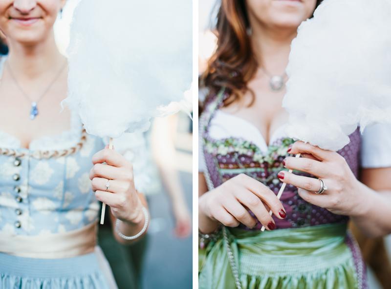 oktoberfest-wiesn-muenchen-hochzeitsfotograf-dirndl-zuckerwatte-verlobungsring.jpg