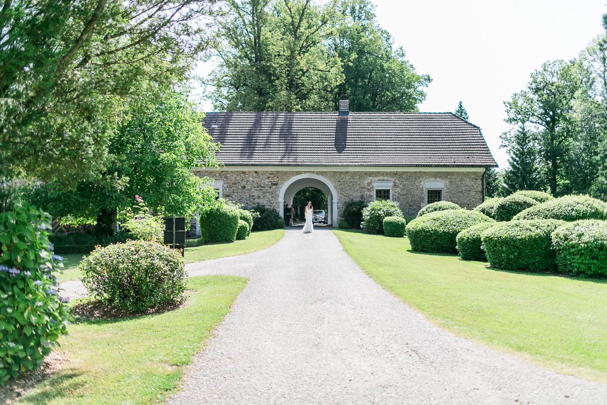 brautkleid-pronovias-muenchen-oesterreich-hochzeitsfotograf-schloss-altenhof.jpg