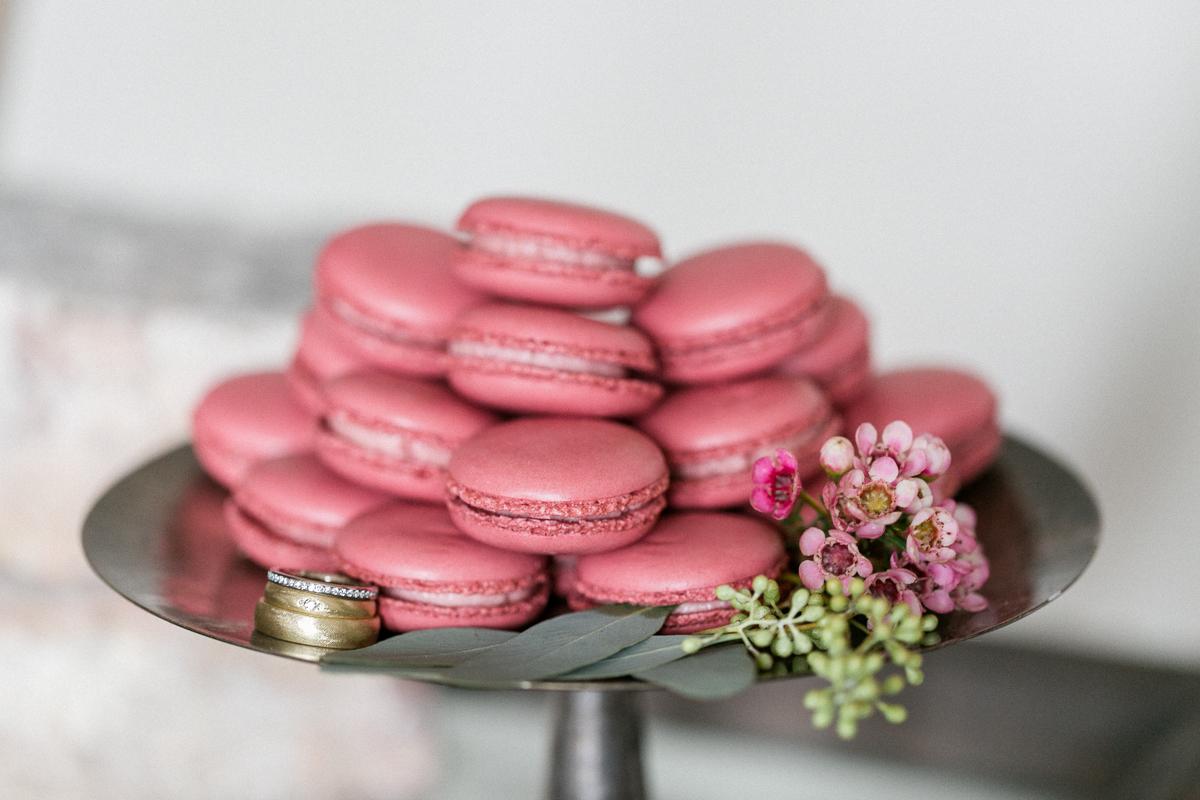 Ringe-Hochzeit-Maccaron-Blumen-Muenchen-Hochzeitsfotograf-Trier-Luxemburg.jpg