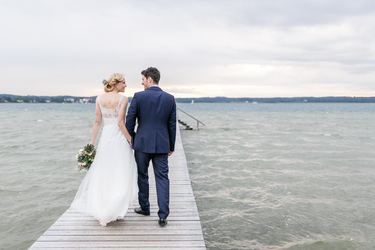 starnberg-starnberger_see-steg-see-muenchen-hochzeitsfotograf-braut-brautkleid-blumen-brautstrauss-paarshooting-shooting-trier-luxemburg-marriage-wedding.jpg