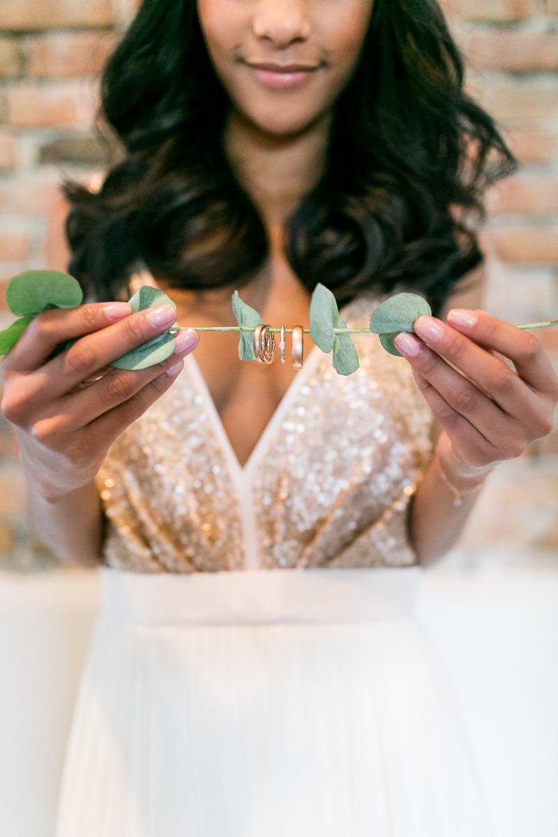 ringe-kupfer-eukalyptus-braut-brautkleid-muenchen-hochzeitsfotograf-shooting-trier-luxemburg-marriage-wedding-inspiration-spinnerei-kolbermoor.jpg