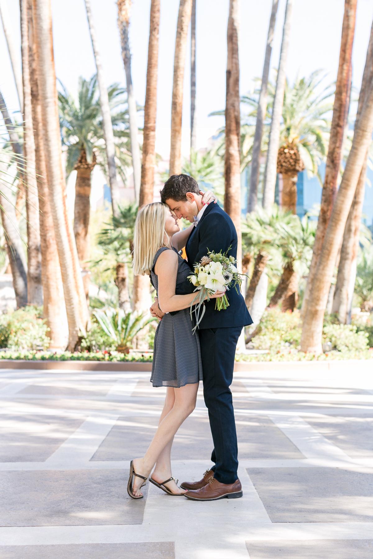 las_vegas-palmen-coupleshoot-brautpaar-paarshooting-blumen-hochzeit-wedding-marriage-hochzeitsfotograf-muenchen-luxembourg-trier.jpg