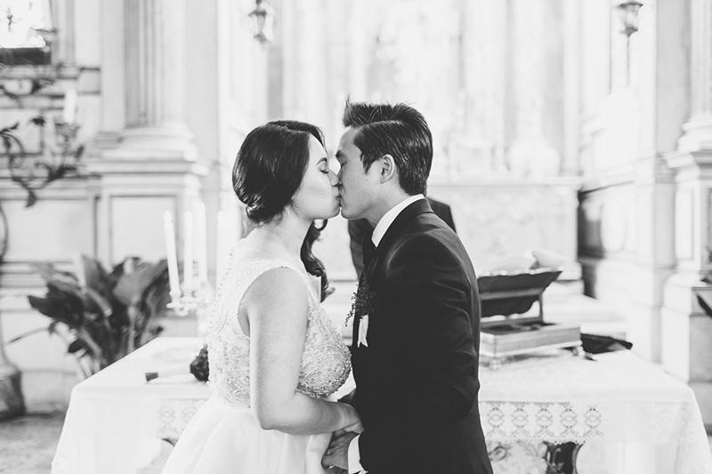 venedig-hochzeit-susanne_wysocki-hochzeitsfotograf-muenchen-trier-luxemburg-wedding-venice-italy-photographer-kiss.jpg
