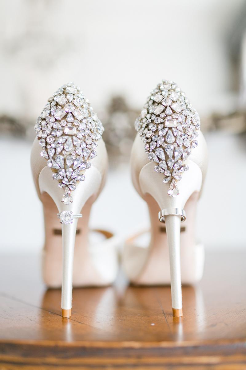 venedig-hochzeit-susanne_wysocki-hochzeitsfotograf-muenchen-trier-luxemburg-wedding-venice-italy-photographer-schuhe-ring.jpg