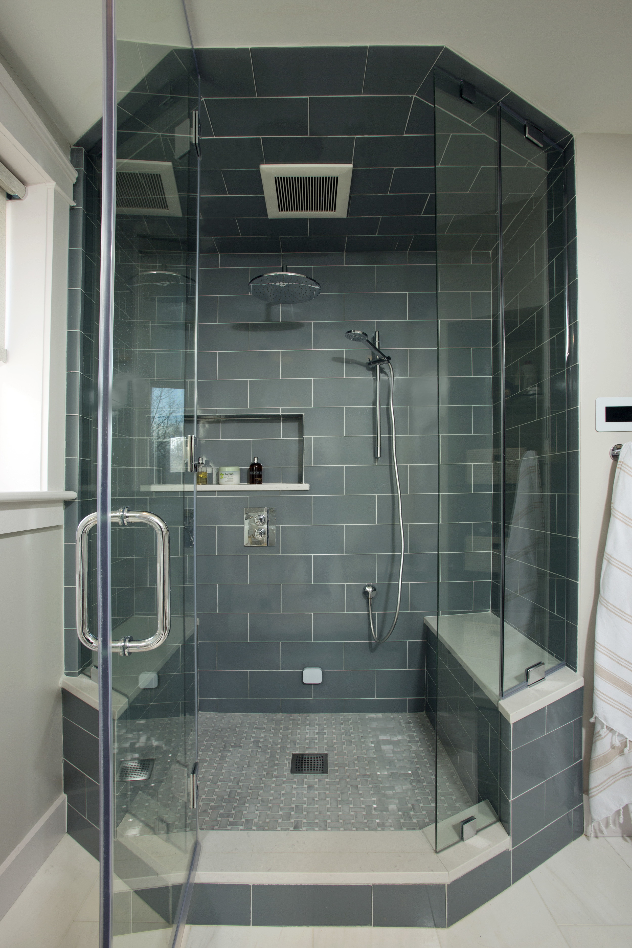 Lowans_shower_85.jpg