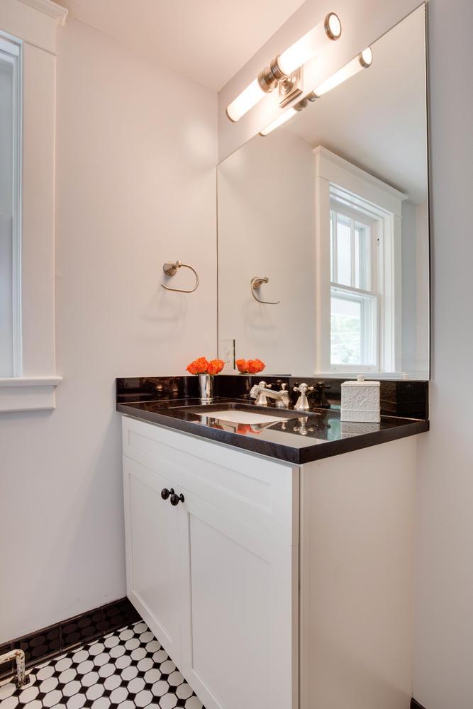 506 Russell Rd Alexandria VA-large-032-Bathroom-667x1000-72dpi.jpg