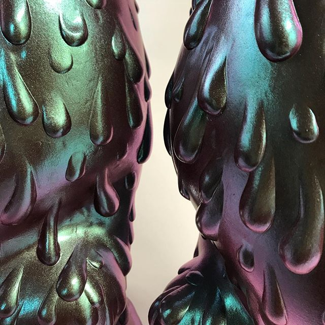 """Oh boy, only one more week till my solo """"Dear Illusions"""" at @havengallery 🖤 To receive the collectors preview, please email info@havenartgallery.com! . . . .  #sydbee #sydbeeart #sculpture #DearIllusions #soloshow #havengallery #spring2019 #originalsculpture #oilslick #wip #beautifulbizarre  #artistsoninstagram #instaart #art"""