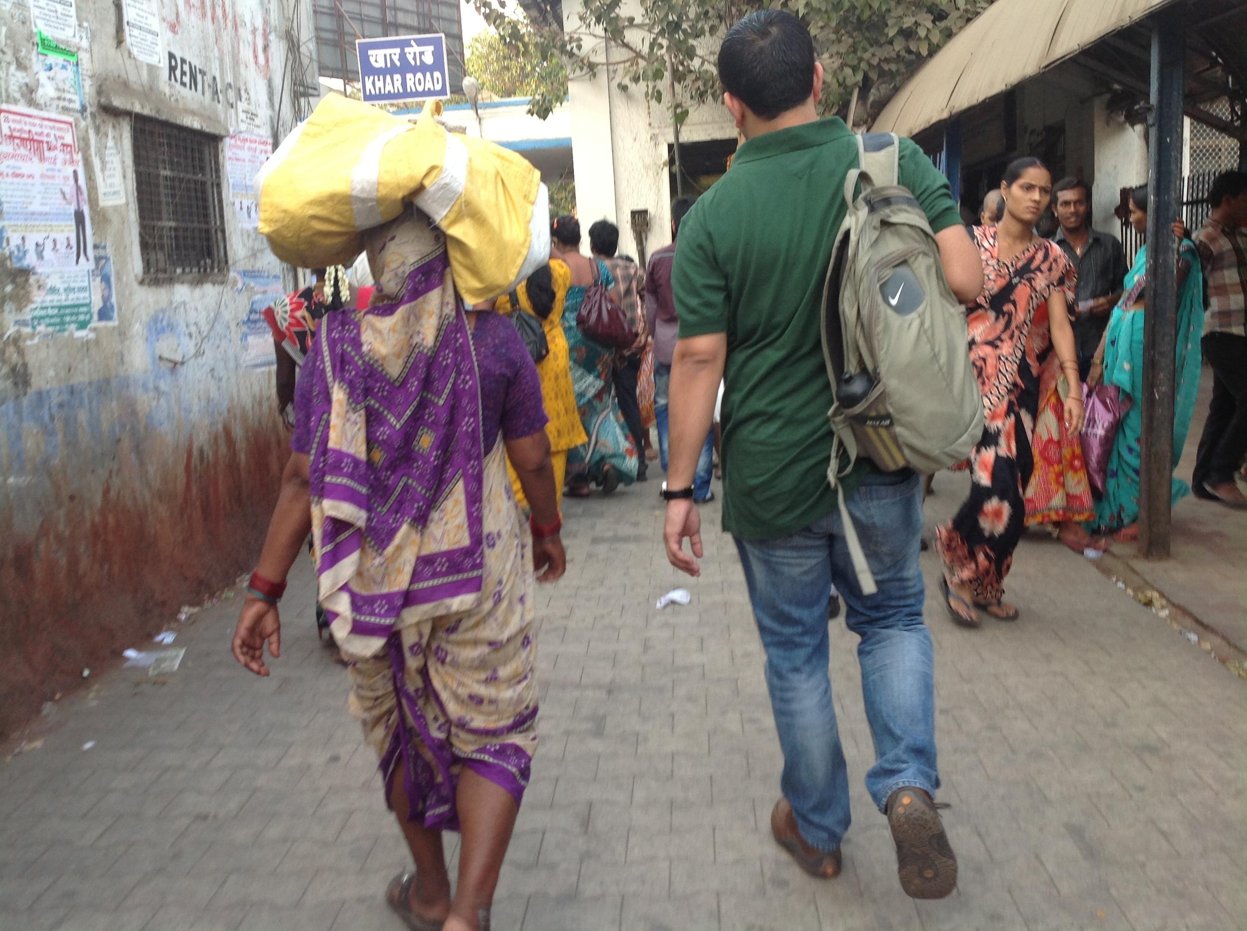 An Atma volunteer on their way to work in Mumbai.