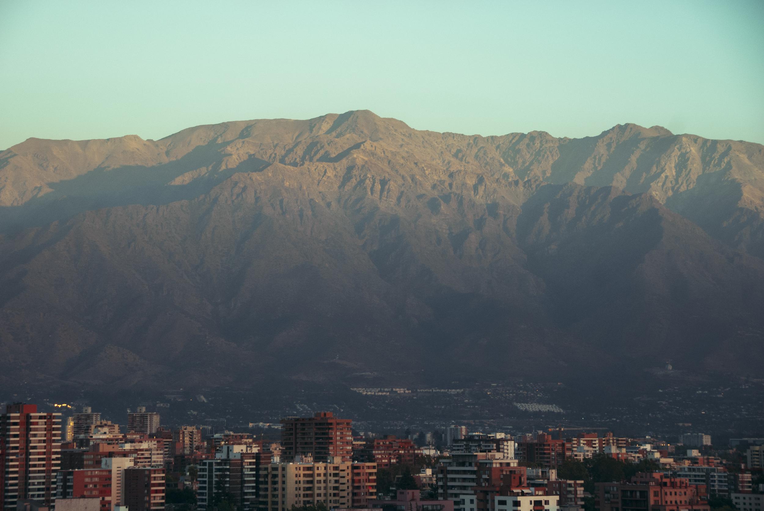 20150111-Montañas y ciudad.jpg