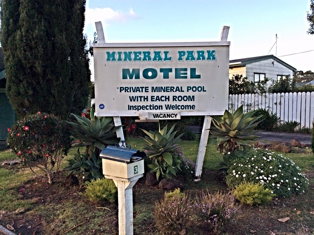 Mineral Park Motel entrance.jpg
