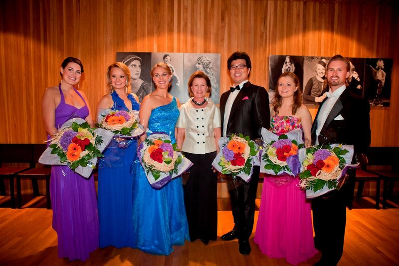 queen+sonja+and+finalists+2011.jpeg