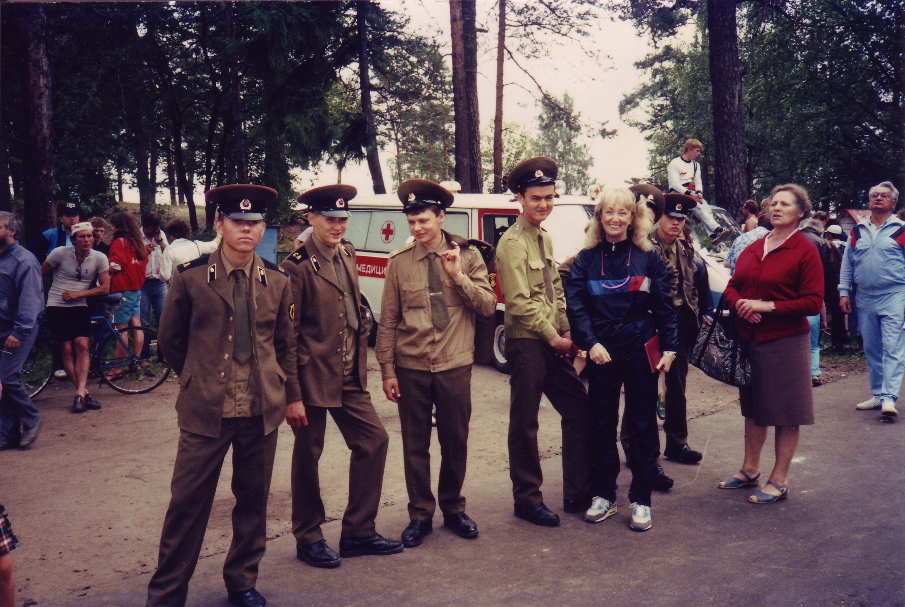 Lynn Van Dove with Soviet soldiers at the site of the Zelenogorsk triathlon, 1990.