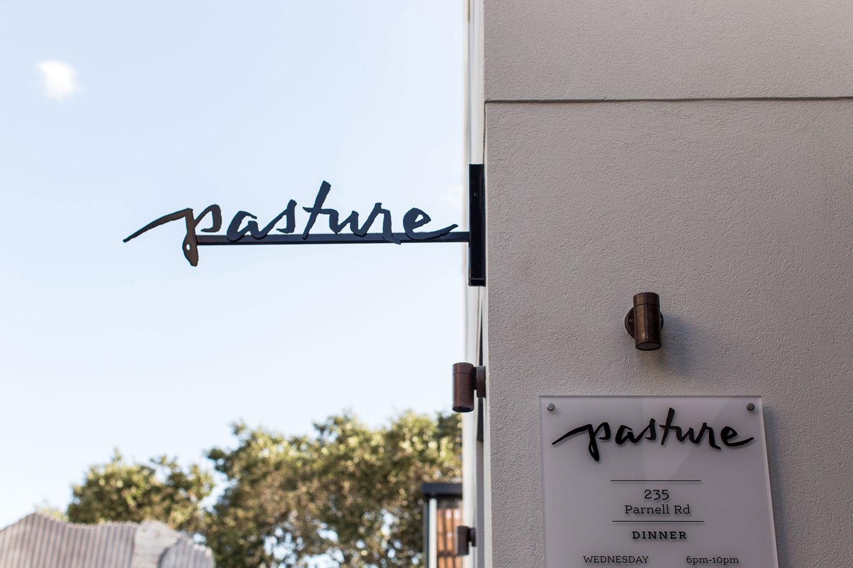 hand-lettered-logo-by-Erin-Ellis_Pasture-Restaurant-1.jpg