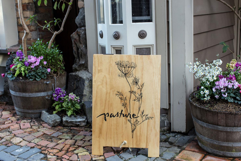 hand-lettered-logo-by-Erin-Ellis_Pasture-Restaurant-2.jpg
