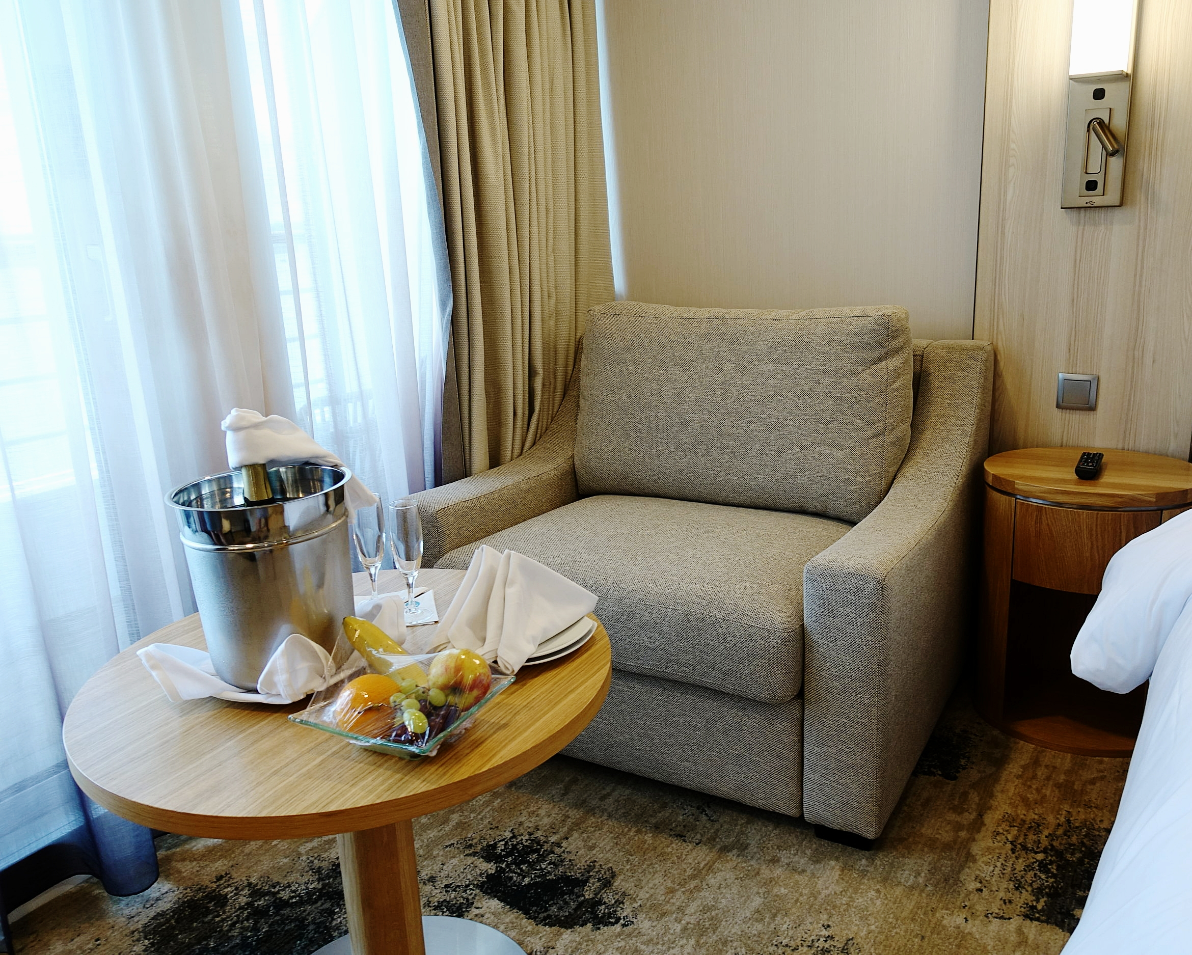 The cosy love seat in the Club Continent suite.