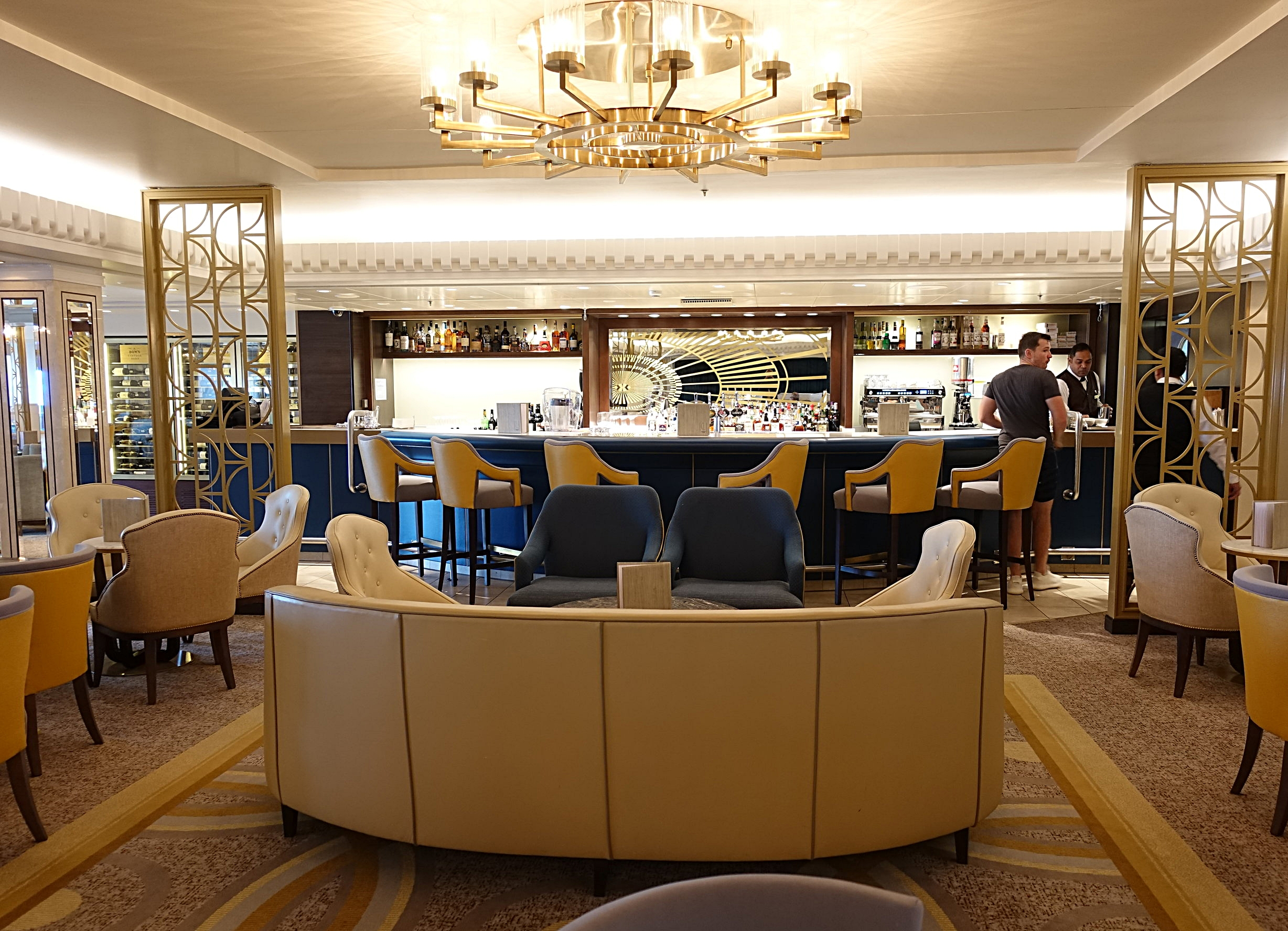 The Carinthia Lounge, such a pretty and relaxing place to while away the hours.