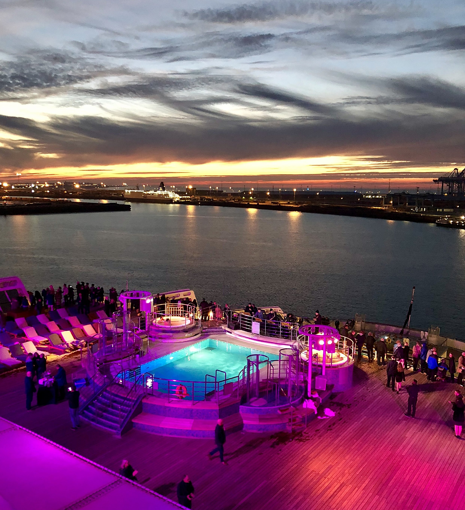 A very romantic sail-away party with live jazz, pretty lighting and the most amazing skies.