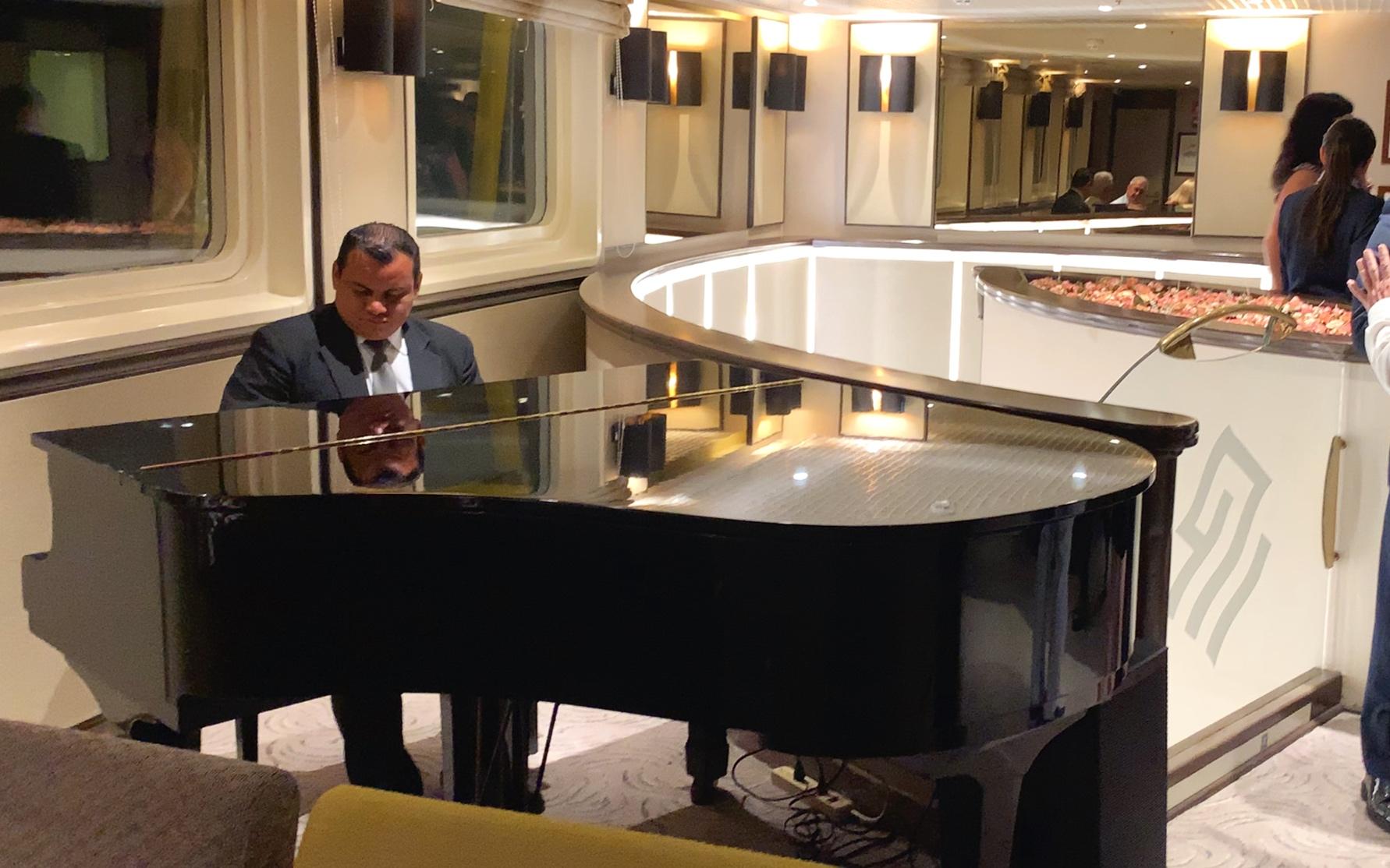 Alfredo entertaining us in the Piano bar.