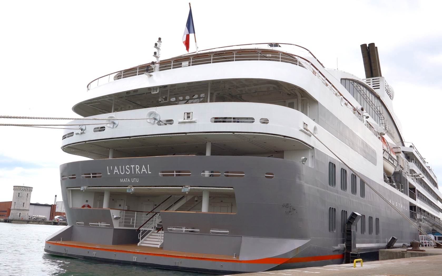 L'Austral marina deck.
