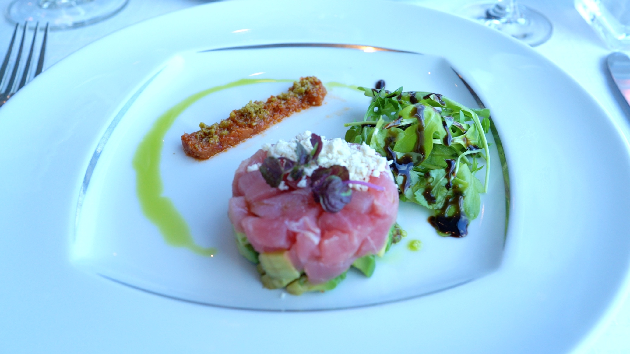 Tuna and avocado starter