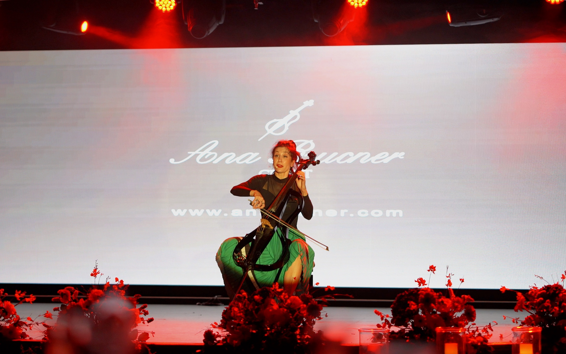 The Azamazing evening entertainer, Ana Rucner.