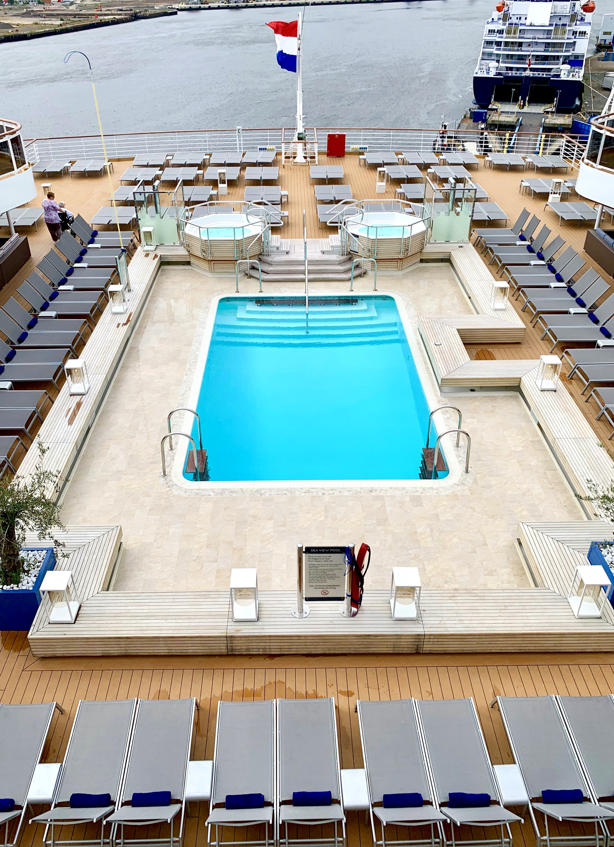 The Seaview pool and hot tubs