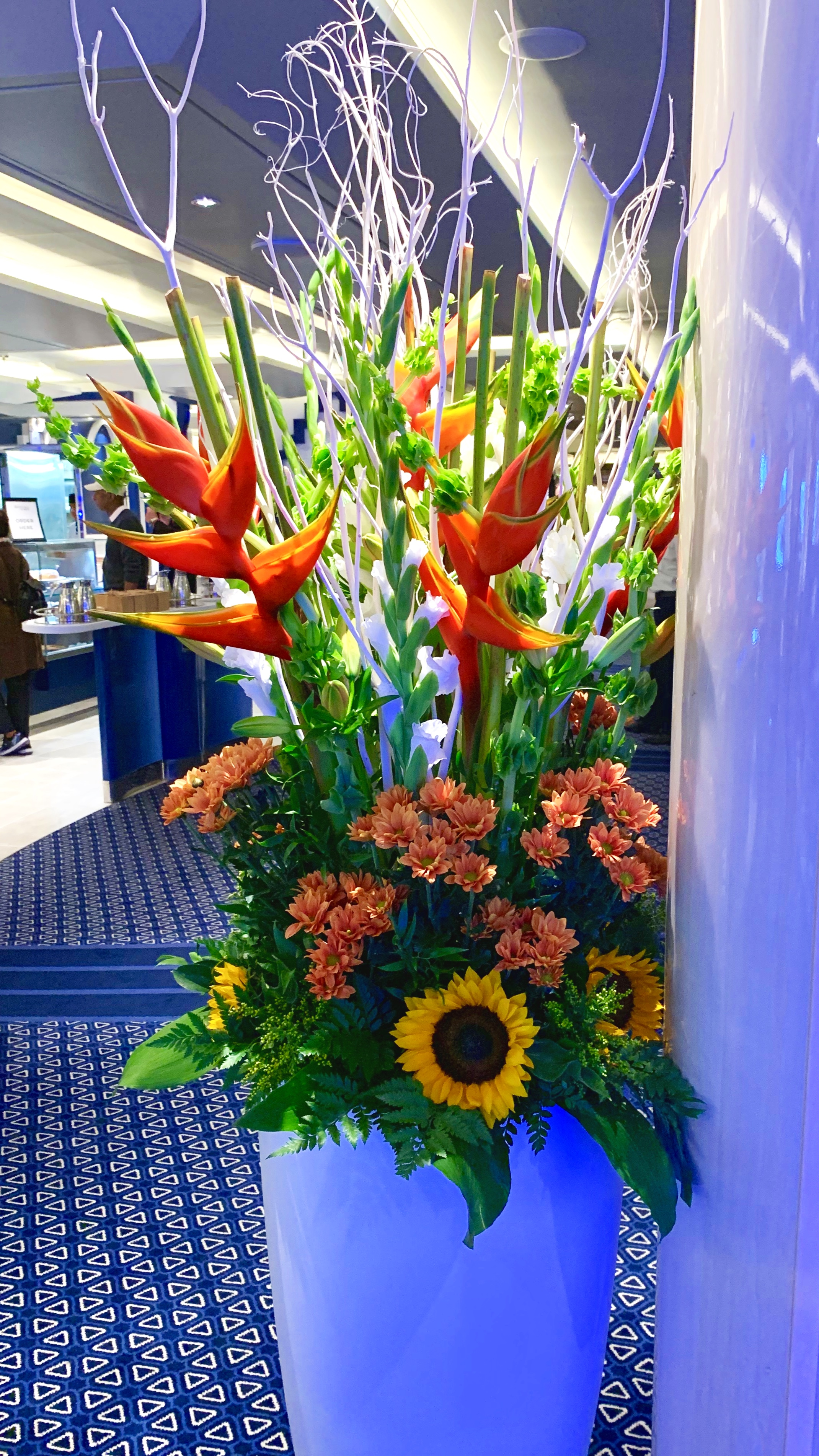 More beautiful flowers in the Grand Dutch cafe