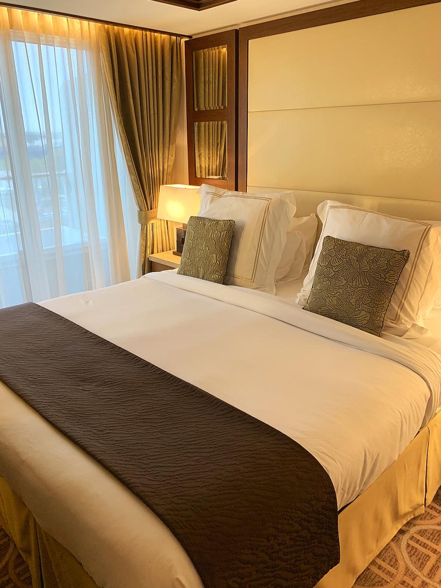 Royal suite bed