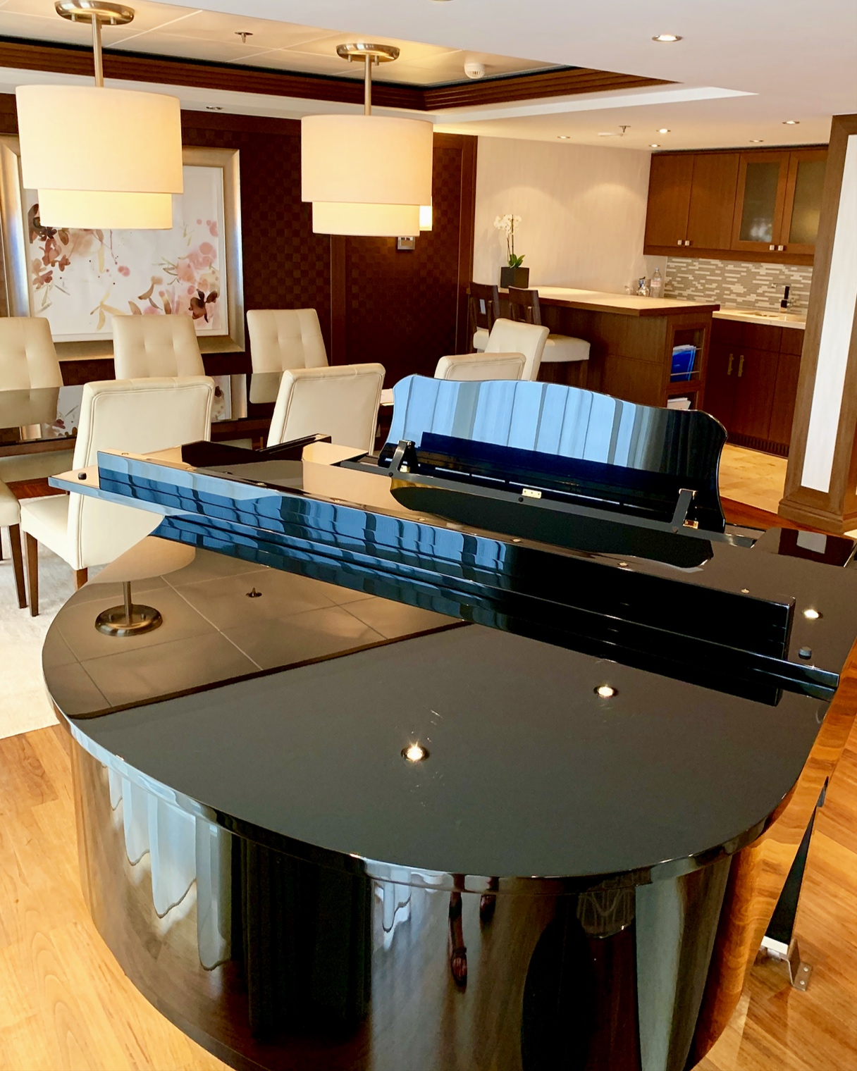 The Grand Piano, dining and kitchen area