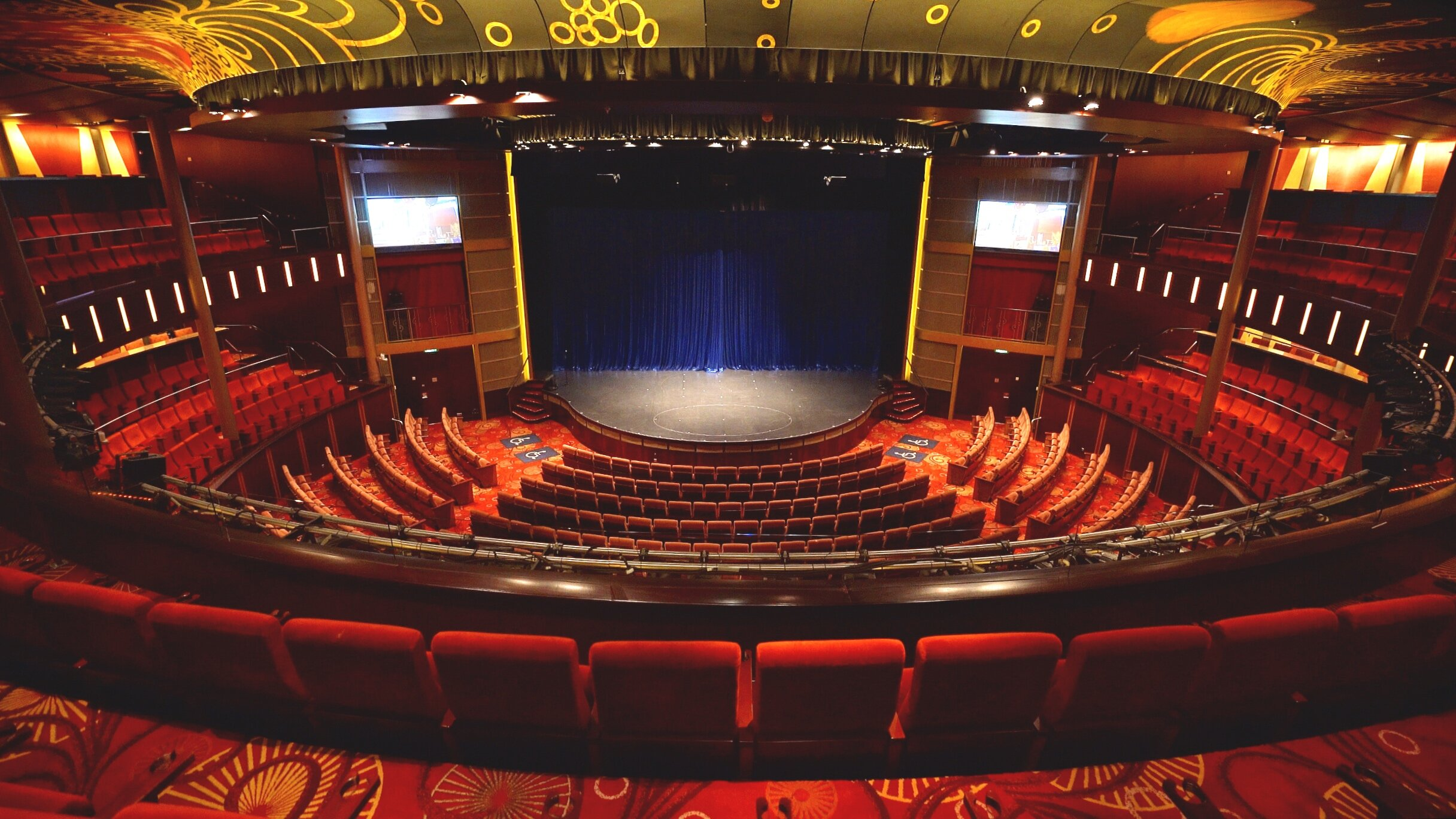The luscious Silhouette theatre.