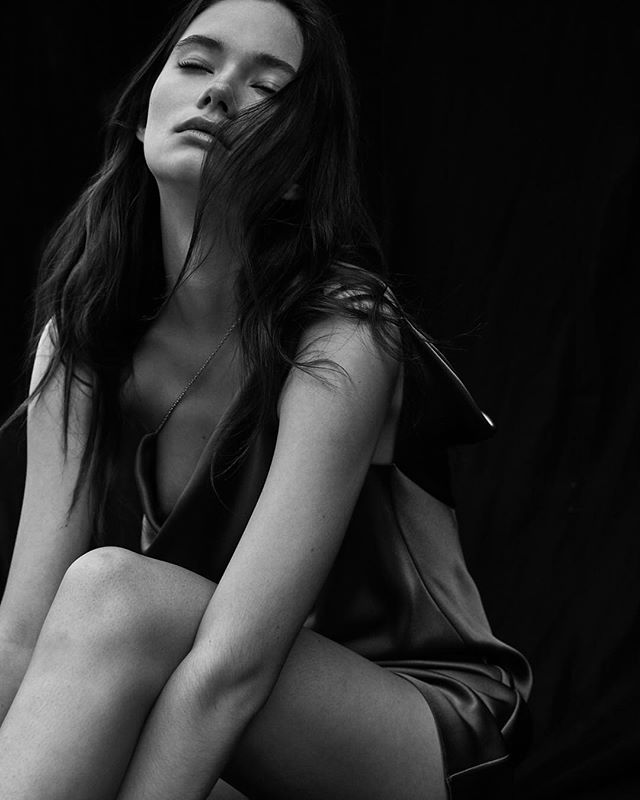 @vikaihnatenko by @jeremychohphoto | hair: @thedavidcruz | makeup: @megankellybeauty 💕💕