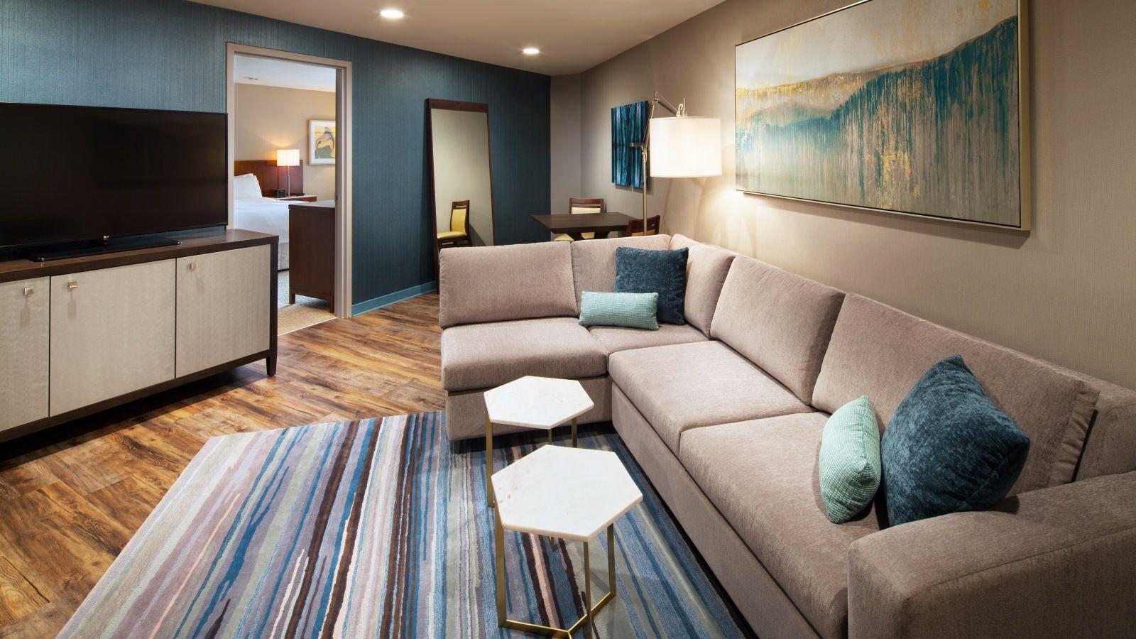 westin-sfo-suite-living-room-1600x900.jpg