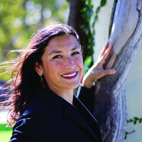 Leila Salazar-Lopez  Executive Director för Amazon Watch. Leila har kämpat för att försvara världens regnskogar i över 20 år genom att främja urfolksrättigheter och urfolkslösningar.