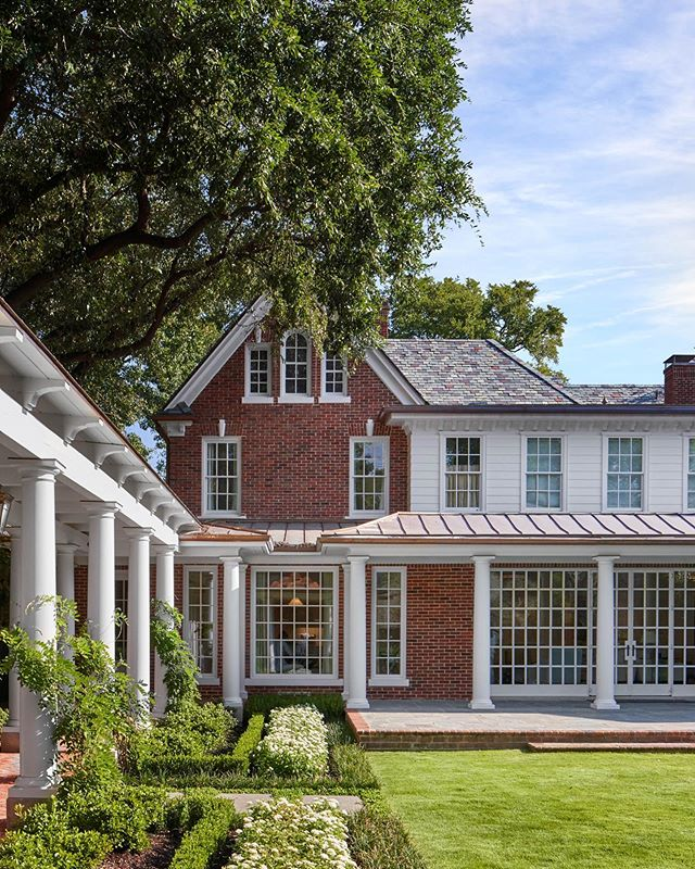 Proud to have won an @icaatexas John Staub Award for this project. . . . . . #georgianarchitecture #georgianhouse #classicdesign #classicalarchitecture #landscapearchitecture #timelessdesign #homedesign #facade #boxwood