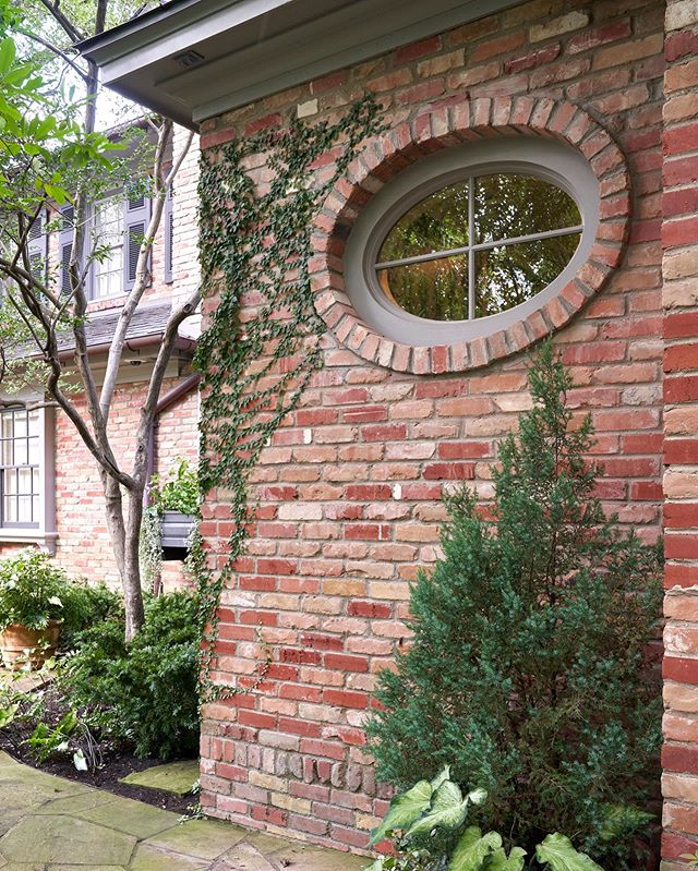 This small part. . . . . . #architecture #southernstyle #landscapearchitecture #traditionalarchitecture #southerndesign #classicdesign #homedesign #facade #timelessdesign #southernliving #housebeautiful