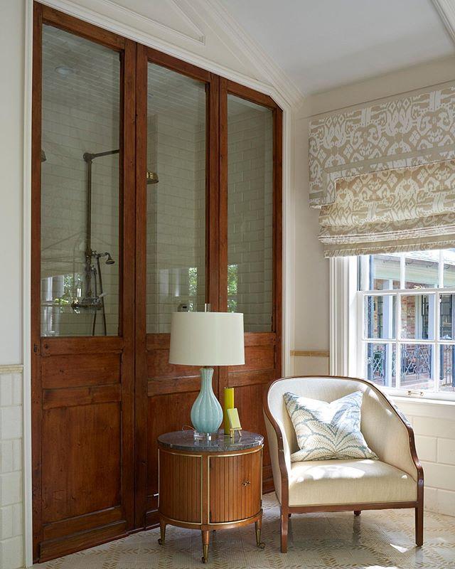 Calming layers. . . . . . #woodpanel #traditionalhome #traditionalhouse #charminghomes #bathroomdesign #bathroomremodel #architecture #interiordesign